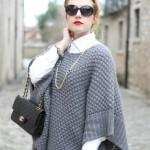 Poncho in lana e piccoli cenni dorati
