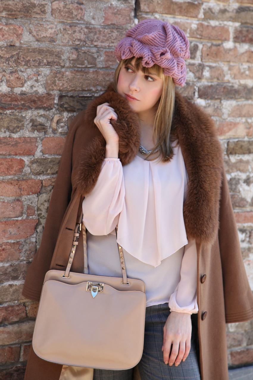Il rosa, ed un martedì di quasi primavera, alessia milanese, thechilicool, fashion blog, fashion blogger, artoque cappelli, valentino rockstud bag