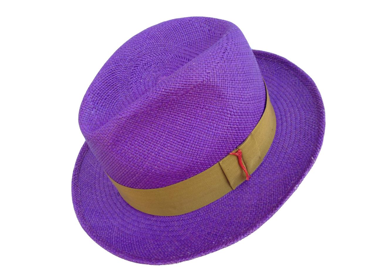 Barbisio  quando il cappello è simbolo di eleganza - TheChiliCool ... df4587818503